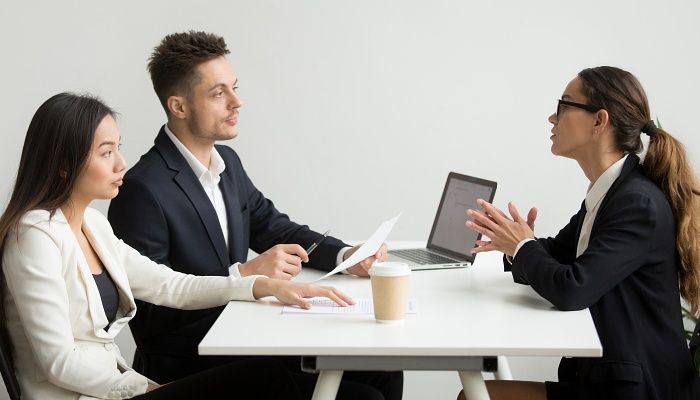 Umowa między spółką a członkiem zarządu