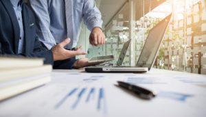 Jakie ograniczenia w zakresie działalności firmy nakłada postępowanie restrukturyzacyjne