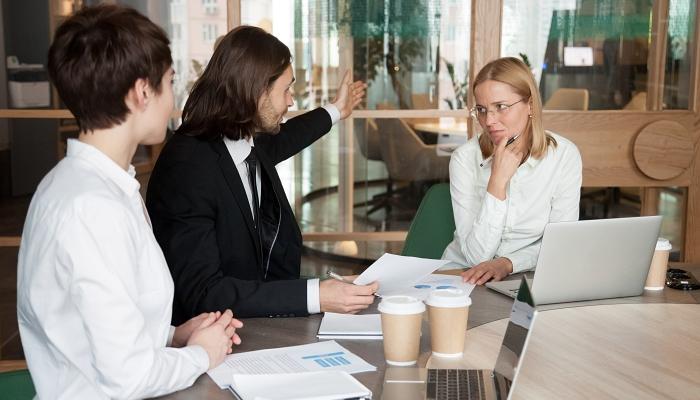 Dyskryminacja w miejscu pracy. Co Ci się należy od pracodawcy, gdy padłeś jej ofiarą?