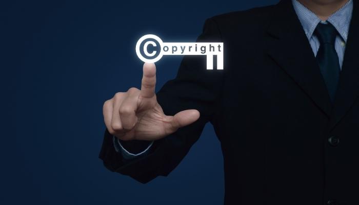 Komu przysługują prawa autorskie