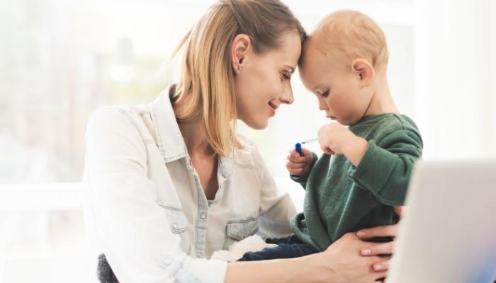 Powrót do pracy po urlopie macierzyńskim. Jak nie dać się zwolnić?